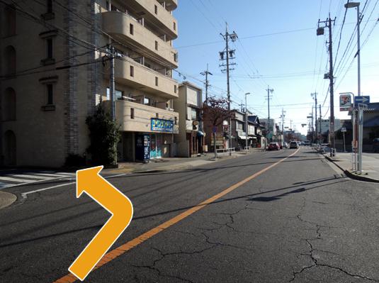 曲がり角はセブン・イレブンが目印です。